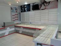 furniture interior semarang  interior optik toko kacamata03