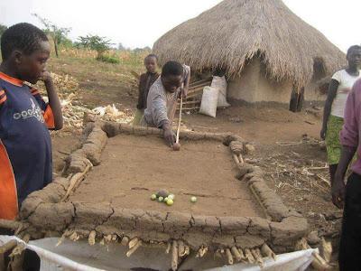 Meja bilyard terbuat dari tanah