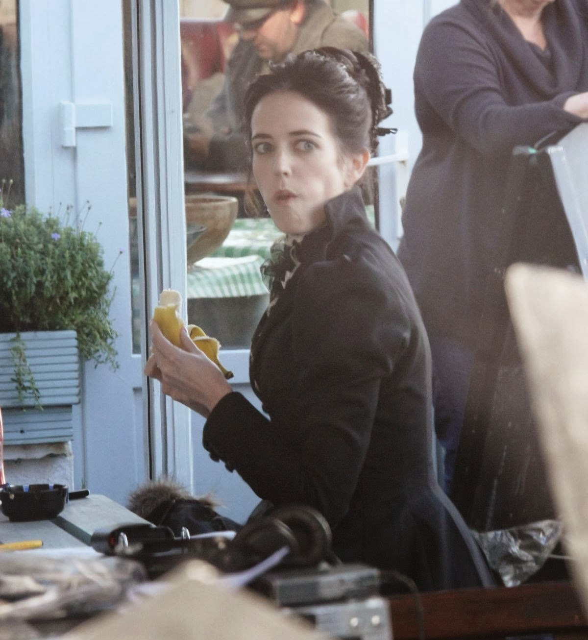 http://3.bp.blogspot.com/-ylVNB5ilM7s/Ut2KZw2ZxrI/AAAAAAAAQhg/Ugy_dBimxM8/s1600/eva-green-on-the-set-of-penny-dreadful-in-ireland_9.jpg