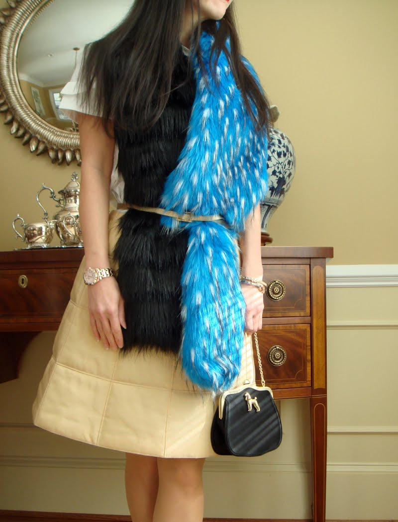 Belted fur scarf, close up, turned to the side view.