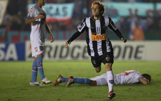 Bernard dá espetáculo e garante o time mineiro na liderança do Grupo 3 da Taça Libertadores
