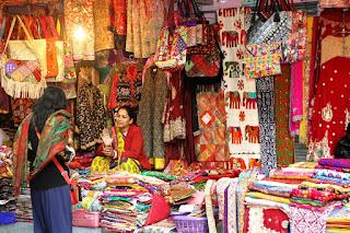 A street bazaar in Chennai