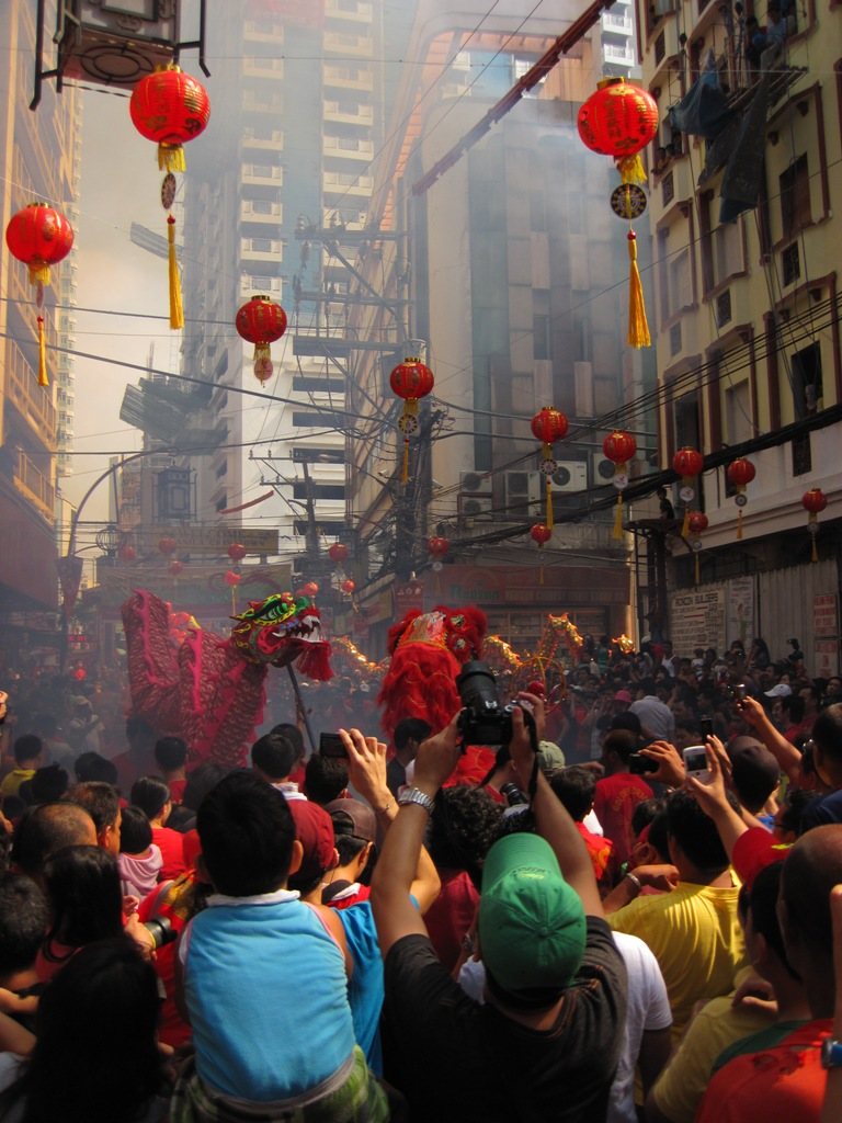 Spectators of Chinese New Year in Chinatown Manila.  (Photo by Bernard Eirrol Tugade)