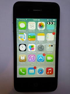 iPhone 4, iOS 7 Home screen