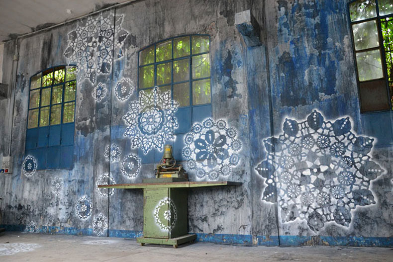 Artista cubre calles de Polonia con intrincados patrones de encaje ...