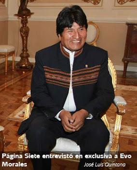 página 7 publicó esta foto de Evo en la silla dorada del Palacio Quemado