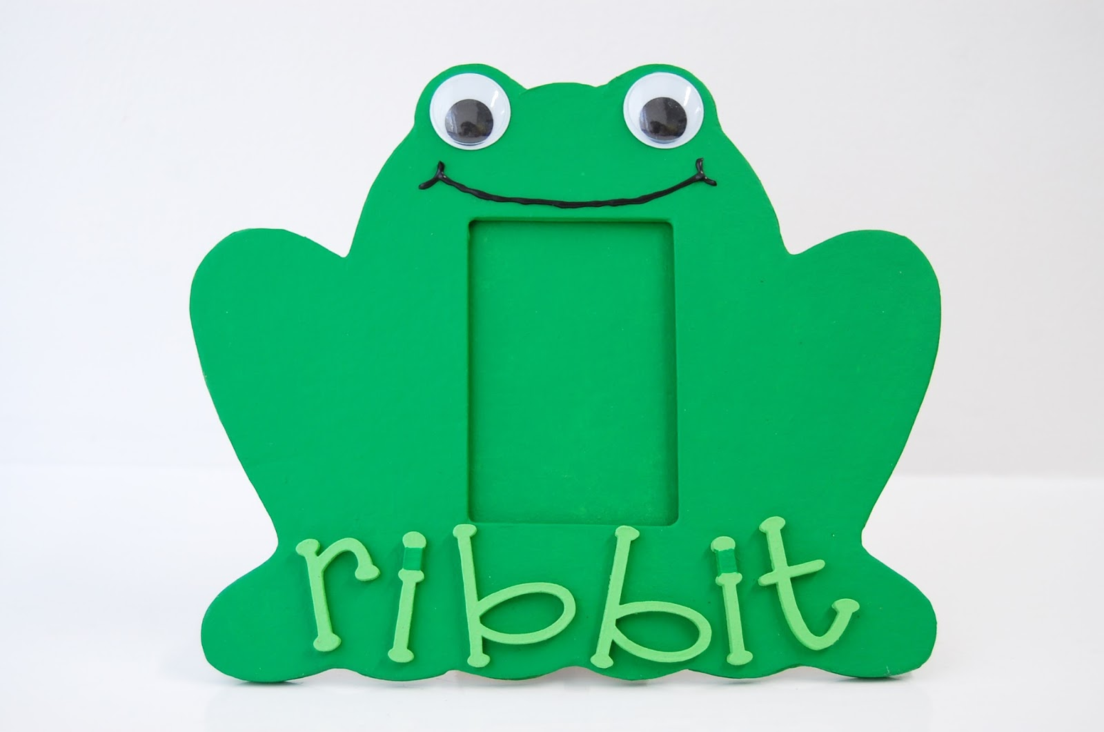 Frog Frame \'Ribbit Ribbit!\' | Country Love Crafts