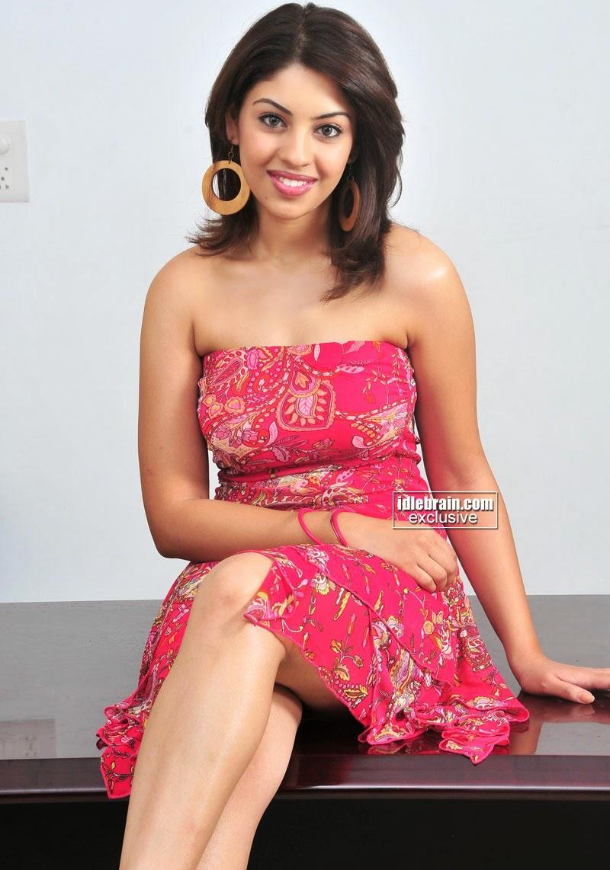 Richa Gangopadhyay under legs