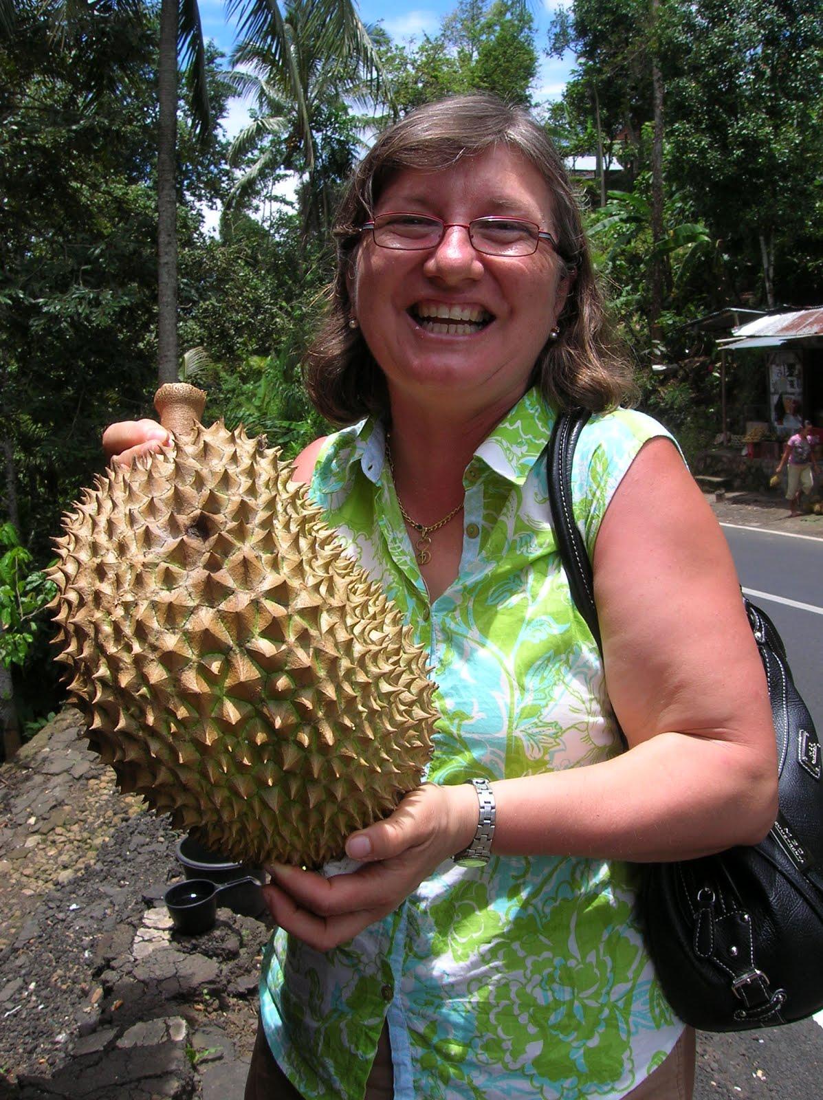 El fruto durián, Isla de Bali,Indonesia, vuelta al mundo, round the world, La vuelta al mundo de Asun y Ricardo