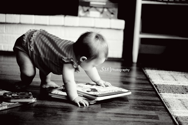 sydney+books 1+bw+logo Sydney Loves her Books | Marlton New Jersey Baby Photographer