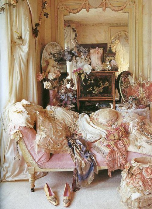 Eye for design decorating your bedroom boudoir style for French boudoir bedroom ideas
