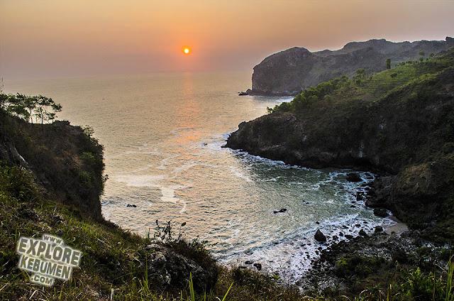 Pantai Sawangan Karangduwur Kebumen