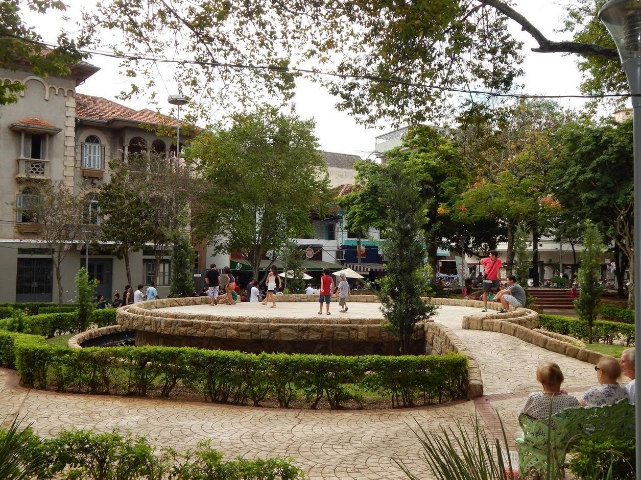Uma das praças mais charmosas do Brasil fica em Serra Negra. (foto: Jean Tosetto)
