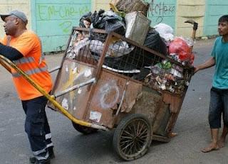 Menghapukan seorang Tukang Sampah