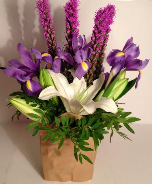 Học cách cắm hoa ly trắng ấn tượng đón năm mới