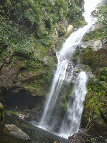 Air Terjun Tiga tingkat : tempat wisata di padang yang mengagumkan