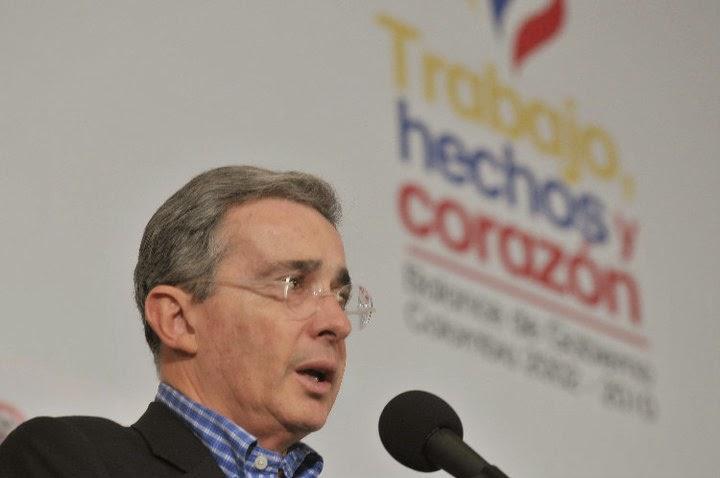 Tengo un medio de comunicación muy importante que es una cuentecita de Twitter: Álvaro Uribe
