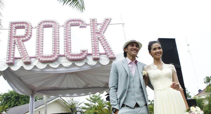 Foto Pernikahan Vino G Bastian dan Marsha Timothy