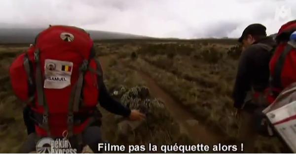 Pékin Express: Ludovic urine en marchant (vidéo)