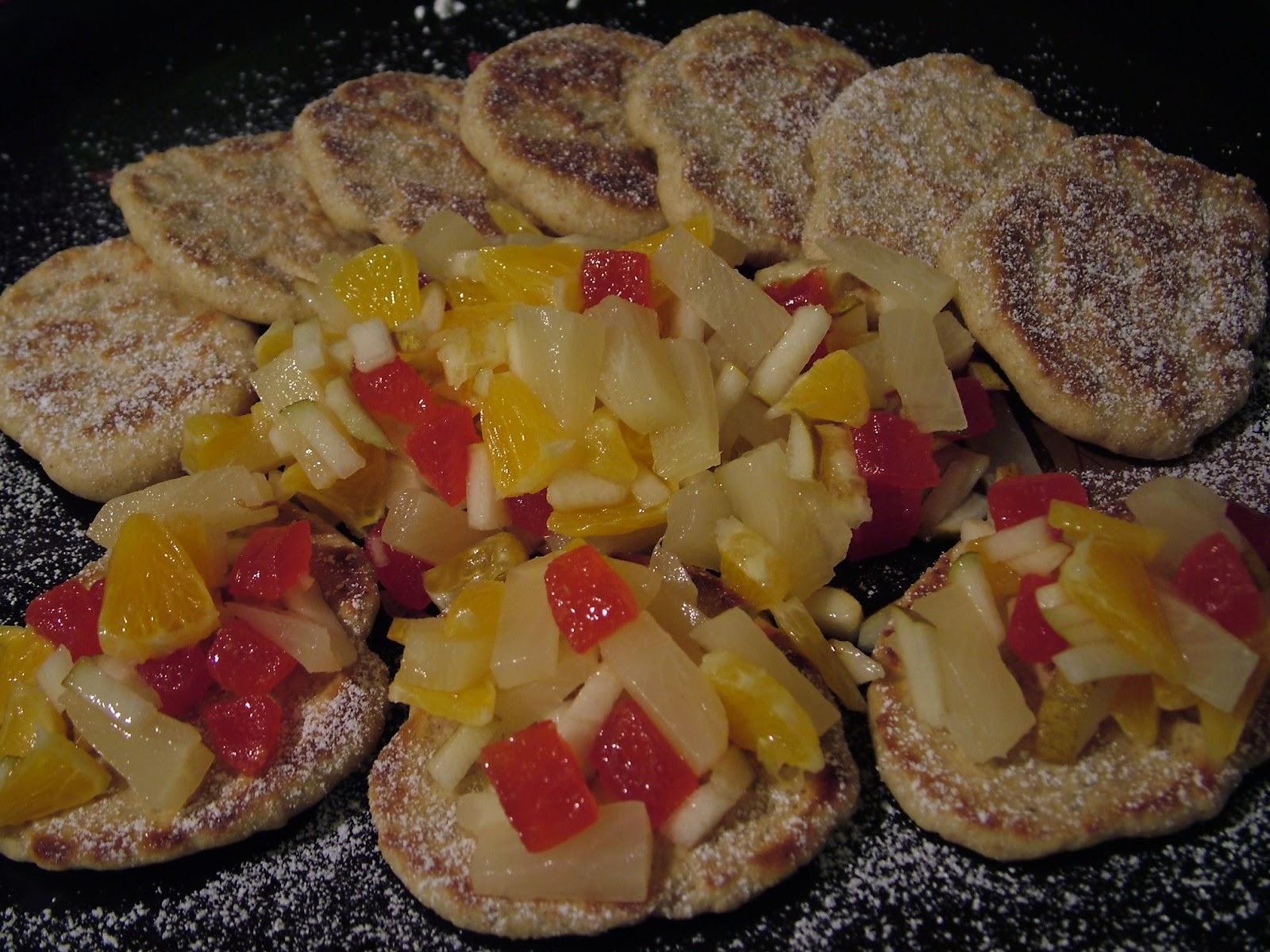Placuszki drożdżowe z owocami