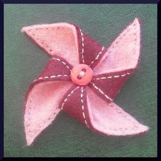 broche fieltro molino rosa