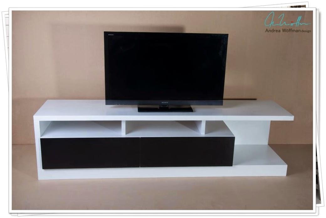 Amoblamientos y productos andrea w ffman mueble tv lcd for Modelos de muebles para tv modernos