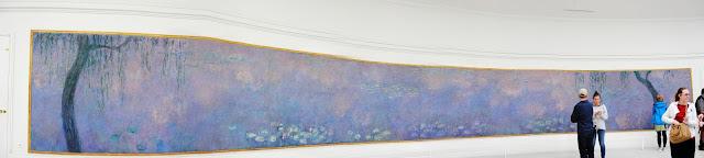 """Panoramica de """"Le ninfee"""" di Monet al Museo de l'Orangerie a Parigi"""
