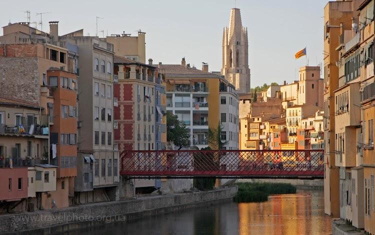 Красный мост Эйфеля в Жироне