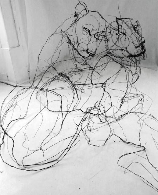 sculpture en fil de fer représentant des animaux : tigres. Par l'artiste portugais David oliveira