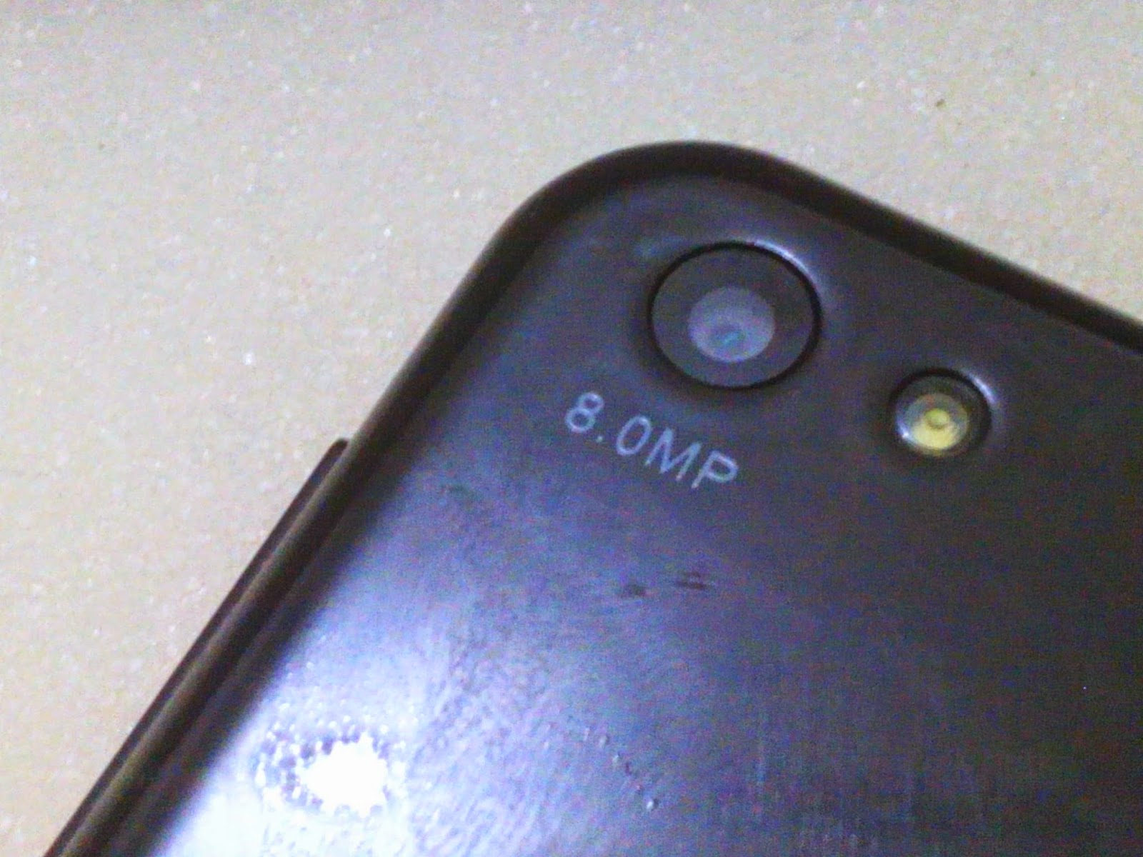 Posisi Belakang Terdapat Evercoss Logo Camera 8mp LED Flash Nampak Bodi Atas Port Jack 35mm Dan USB Di Sisi Samping Kanan Volume