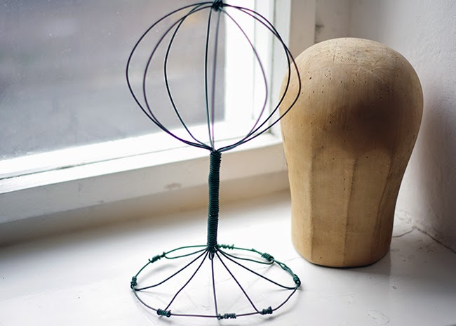 How to make a Vintage looking wire hat stand. Tutorial created by Xenia Kuhn for www.fashionrolla.com