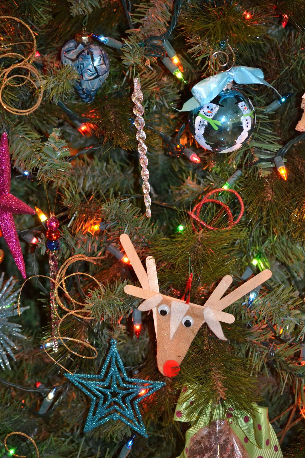 ... : How to Have a Pretty Christmas Tree Even When the Kids Decorate It