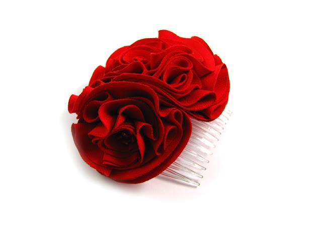 Czerwone kwiaty ślubne.