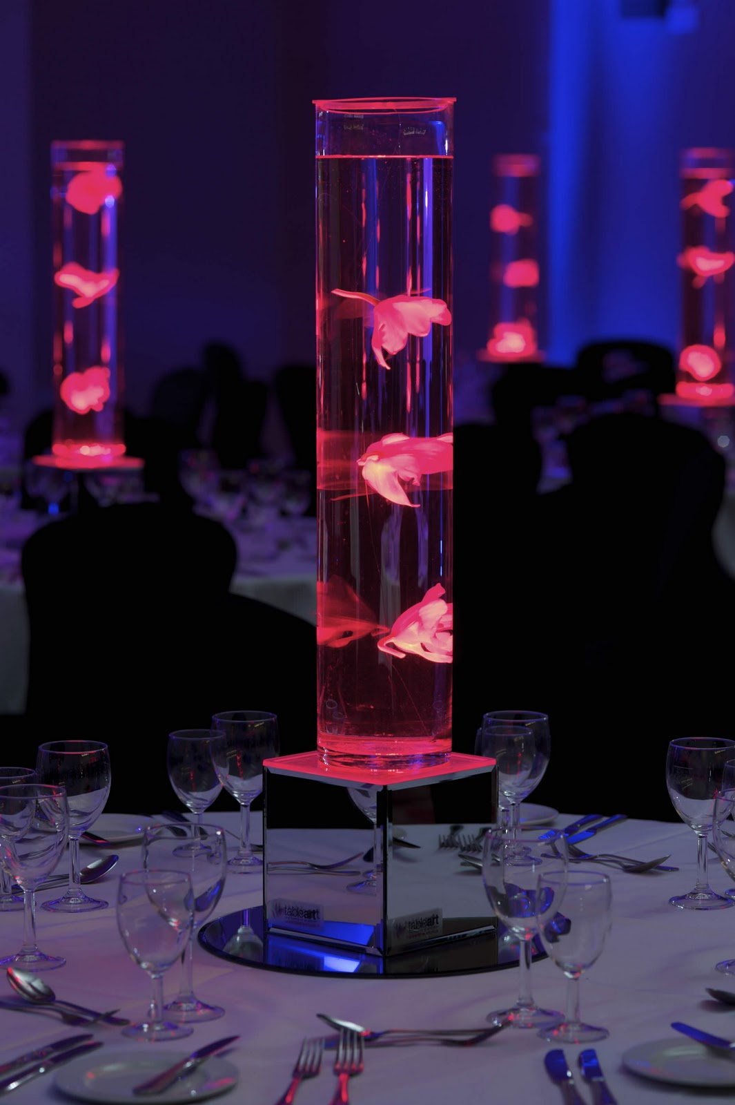 Stunning centrepieces from table art that put the wow for Table centrepiece
