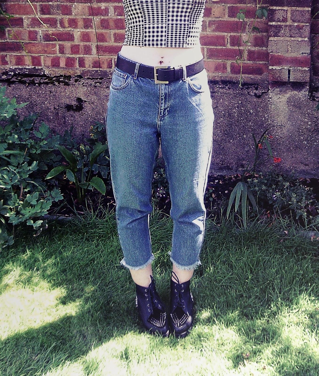 90's, 90's fashion, 90's style, 90's grunge, spaghetti top, mom jeans, platform shoes, platform boots, flatform shoes, flatform boots, plaid shirt, oversized shirt, oversized plaid shirt