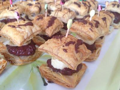 http://lezzetlisanatlar.blogspot.com/2013/04/cikolatali-milfoy-pastaciklar.html