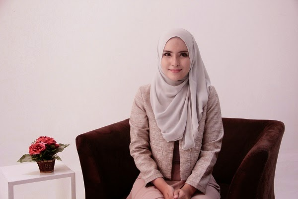 Cara Mengatasi Jilbab Sulit Diatur saat Bekerja di Kantor