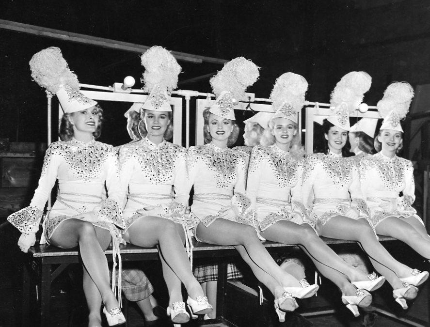 vintage-showgirls-huge-tits-xgifs