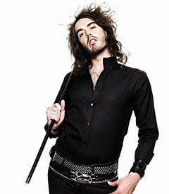 Russell Brand posando para sus fans