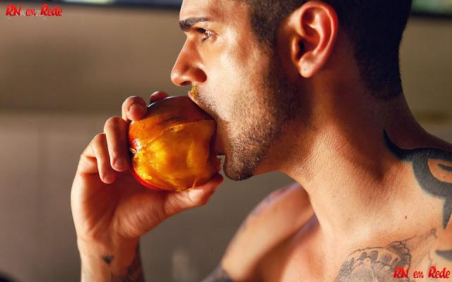 Rodrigo Lima do Big Brother Brasil edição de 2014 no ensaio sensual do Paparazzo.