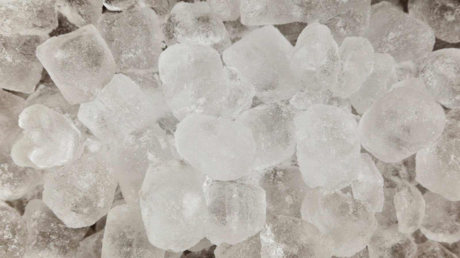 Τρόπος για να μην κολλάνε οι παγοθήκες ή οι σακούλες πάγου στην  κατάψυξη