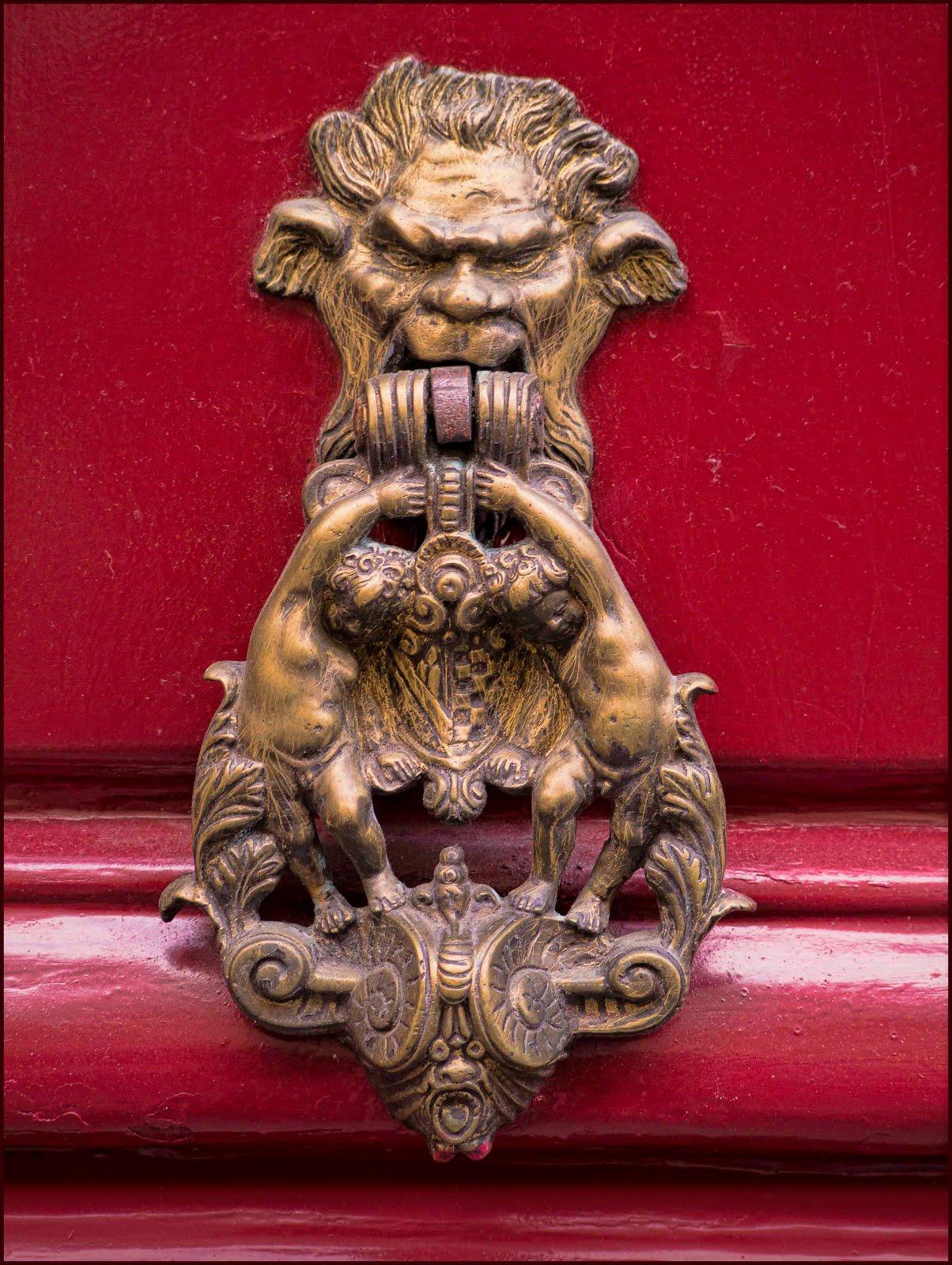 paris myope  aux portes du vieux paris   heurtoirs
