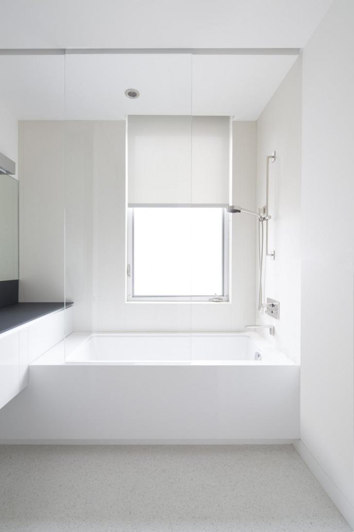 Small bathroom in Modern mansion on the beach by Dan Brunn