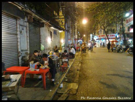 calle hanoi noche