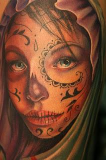 Sea el significado que le quieras dar a tu tatuaje de Catrina la verdad es  que es uno de los más hermosos, siempre representando esa delgada línea  entre la