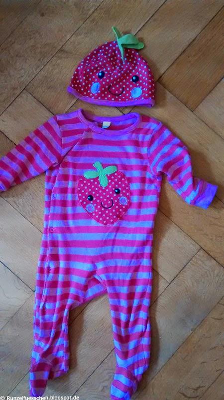 Baby als Erdbeere verkleiden
