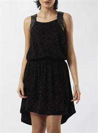kısa ve siyah elbise modeli