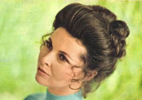 Mod and Mint: Vintage Spring Hair Styles from the 1970s - Medium short hair cut