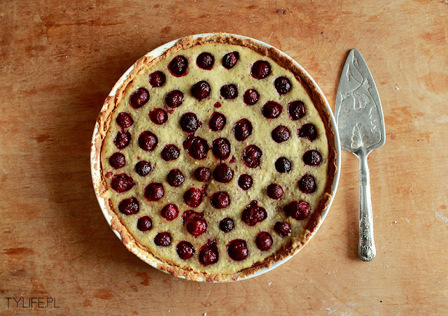 tart with almonds