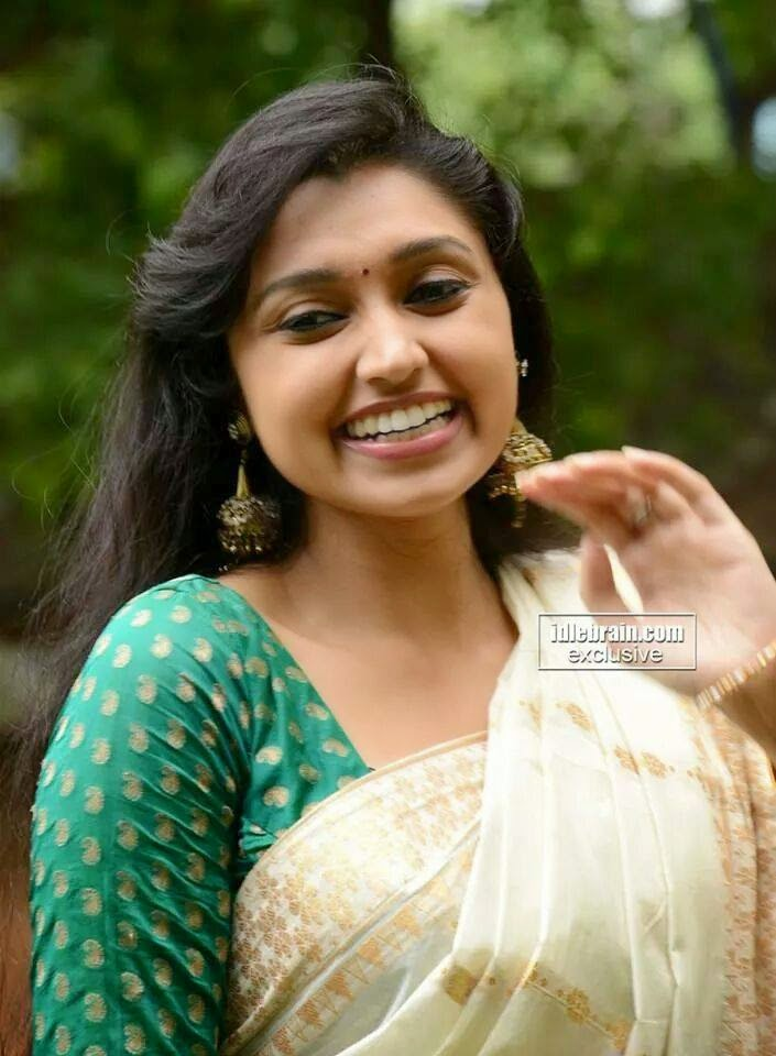 TELUGU WEB WORLD: Romantic South INdian Actress - Sija ...